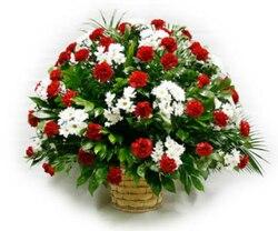 """Гвоздики и хризантемы в корзине  """"Прощай"""""""